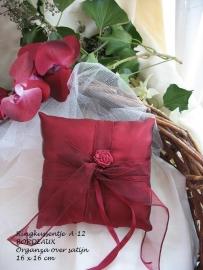 Ringkussen 12A  bordeaux  met roosje  NIEUW !!