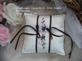 Ringkussen Sincerity 23  ivoor-paars  NIEUW !!