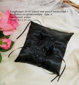 Ringkussen 16-97  Zwart met zwarte borduring + pailletten en glaskraaltjes NIEUW !!