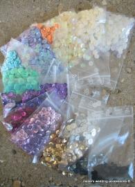 pailletten en kraaltjes in heel veel kleuren !!  Vanaf 0,50 per zakje
