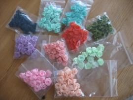 Kleine roosjes (10 mm)  in diverse kleuren