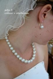 Setje 5  (3-delig) collier, armbandje en oorbellen   -  pareltjes  wit/ivoor