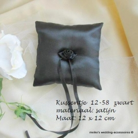 Ringkussen 12-58  Zwart  met roosje   NIEUW !!