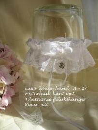 Kouseband  A 27  Wit met hartjes-bedeltje en pareltjes  NIEUW !!