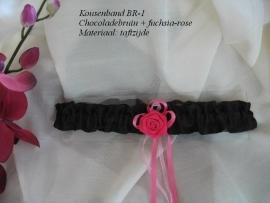 Kousenband  BR -1 chocoladebruin met fuchsia roosje  NIEUW !!