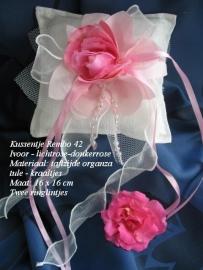 Ringkussen Rembo 42  ivoor met rose  NIEUW !!