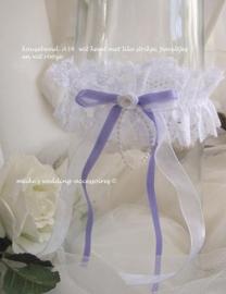 Kousenband A-34   wit met lila strikje