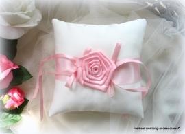 Ringkussen 17-26  Ivoor- roze
