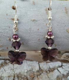 Echt zilveren oorhangers met  paarse Swarovski vlinder.