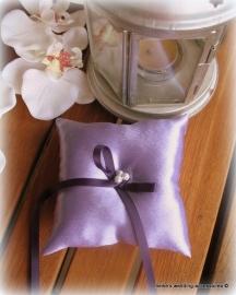 Ringkussen 12-92  lila met paars ringlintje  (u-3)