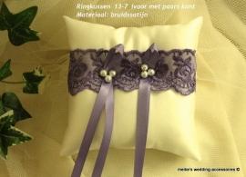Ringkussen 13-7  Ivoor met paars