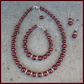 GLck-M-7  Collier bordeaux met strass spacers