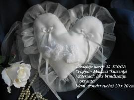 Ringkussen hartje  32  Pappa-Mamma  ivoor