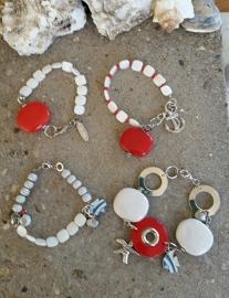 Armbandjes passend bij ketting rood-wit-zwart.