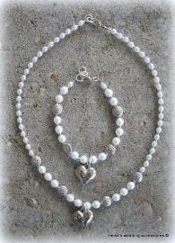 Armbandje en ketting voor bruidsmeisje met hartjes bedel
