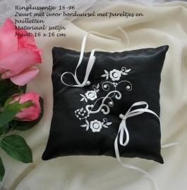 Ringkussen 16-96  Zwart met ivoor borduring, pareltjes en pailletten (u-5)   NIEUW !!