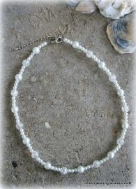 Setje 8 collier ivoor met pareltjes, glaskralen en druppelkralen (beach wedding)