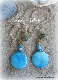Oorhangers  EXo-bl-8  met blauwe schelpkralen