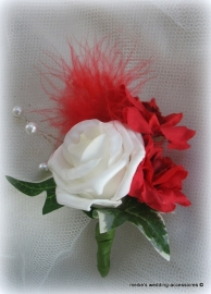 Corsage ivoor roosje met rode bloementjes