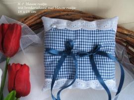 Ringkussen H-7  Wit met blauw ruitje  NIEUW !!