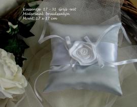 Ringkussen 17-31  Grijs-wit met grote roos