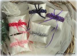 Vintage kussentjes  (u-2) verschillende kleuren ; roze, fuchsia, donkerpaars, lichtpaars, lichtgrijs, lila
