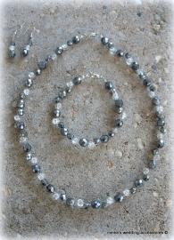 Bruidssetje  M-4  zwarte facet kralen met transparante  crackle kralen
