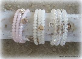 Armbandje M-br-14 facetkralen opaalwit, héél zacht-roze of cristal