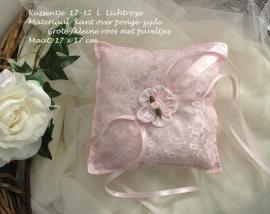 Ringkussen 17-32-L  Lichtroze met grote/kleine roos