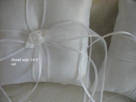 Ringkussen 14-9  Wit met organza strik  (u-3)