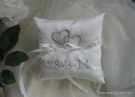 Kussentje met bandjes aan de achterkant/geschikt voor aan een halsband  (u-14)