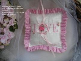 Ringkussen   L-2   thema *LOVE*  in de kleur rose  (u-5)