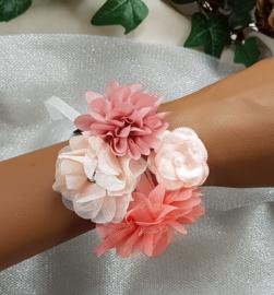 Polscorsage in roze/Peach tinten met chiffon, organza en tule bloemen