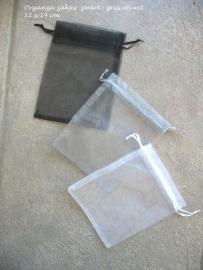 Organza zakjes in drie kleuren  wit - grijs - zwart  (grote maat) 12 x 14 cm