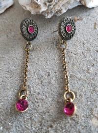 Bronskleurige oorstekers met fuchsia Swarovski steentjes