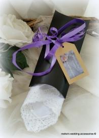 Gondeldoosje zwart met lint als cadeauverpakking