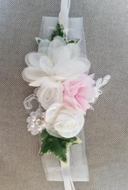 Polscorsage ivoor met roze met zijde-satijn-chiffon bloemen