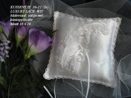 Ringkussen 16 - 22  wit met kantapplicatie  (u-5)