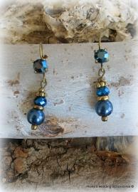 Oorhangers/stekers  goudkleurig met blauw en rood of zilverkleurig