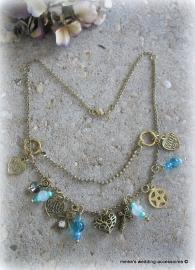 Ketting  Exo-c-1   goudkleurig met bedeltjes en kralen in blauw, turquoise, blauw/groen