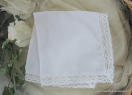 Bruidszakdoekje  - wit met kant  (371)  31 x 31
