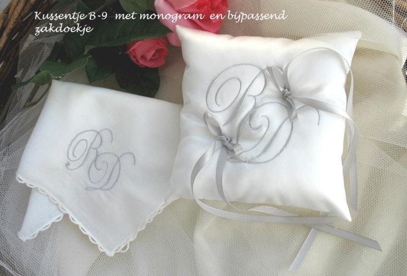 Bruidszakdoekje met monogram   (u - 7)