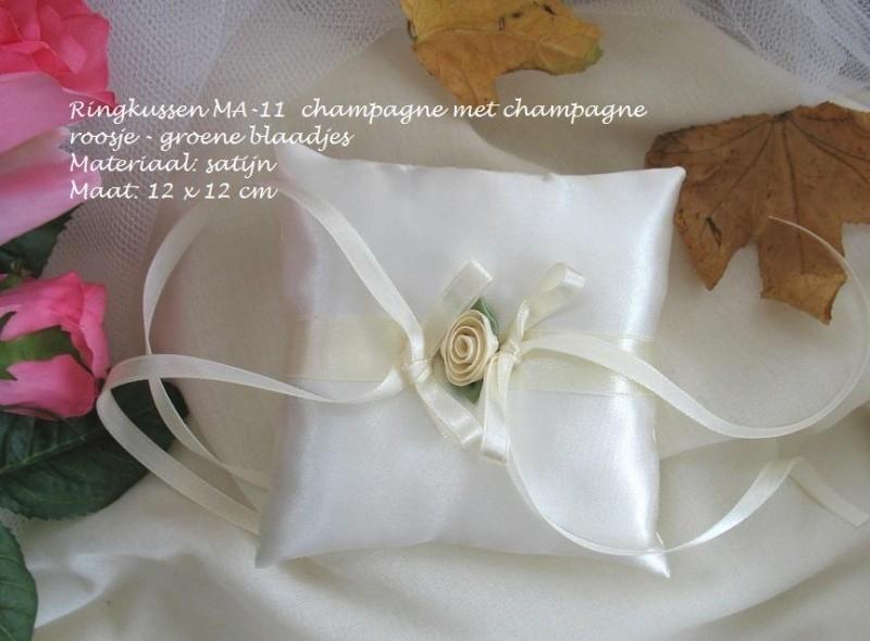 Ringkussen MA-11  Champagne met roosje  NIEUW !!   (u-2)