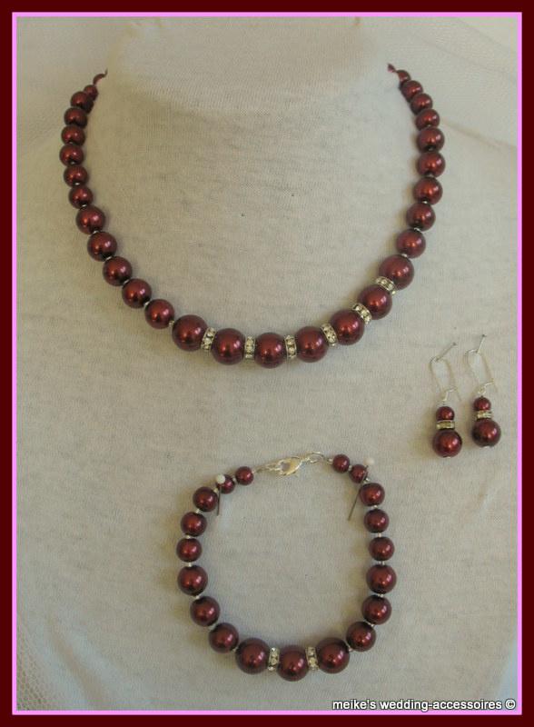 Setje Bordeaux  M-18  ketting - armbandje - oorhangers