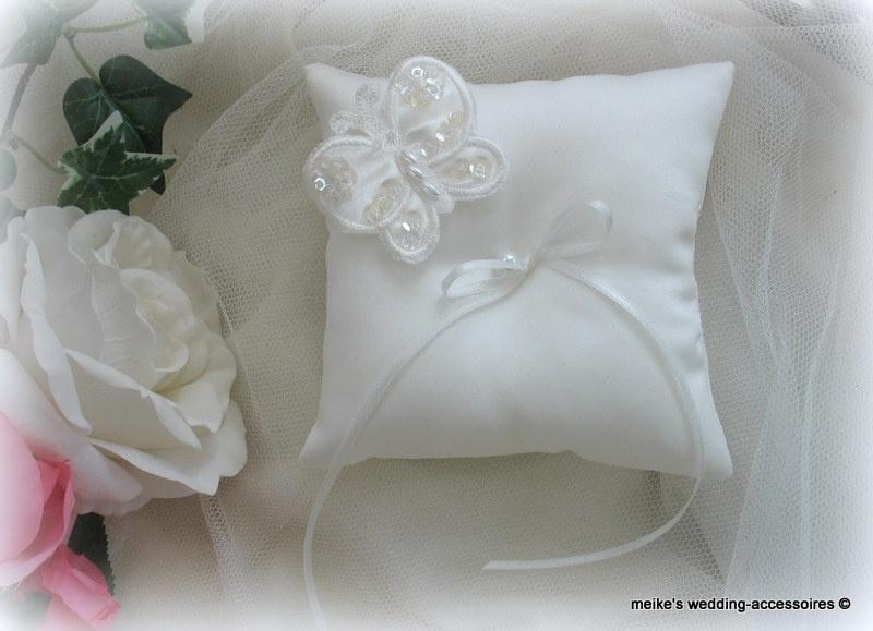 Pakketje vlinder-2  14x14  ivoor vlinder groot - bruidssatijn  (u-3)