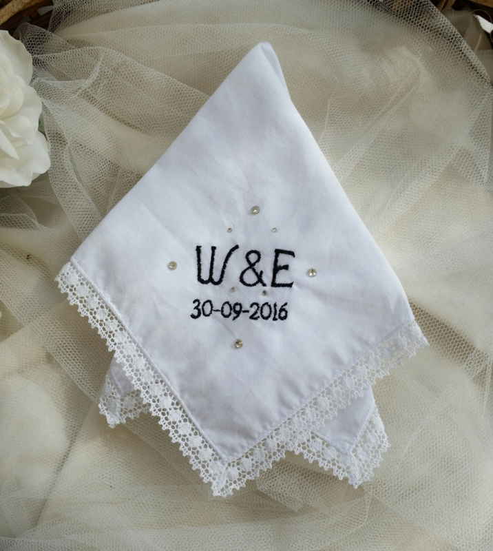Borduuraanvullingen voor bruidszakdoekjes -  basis € 5,00