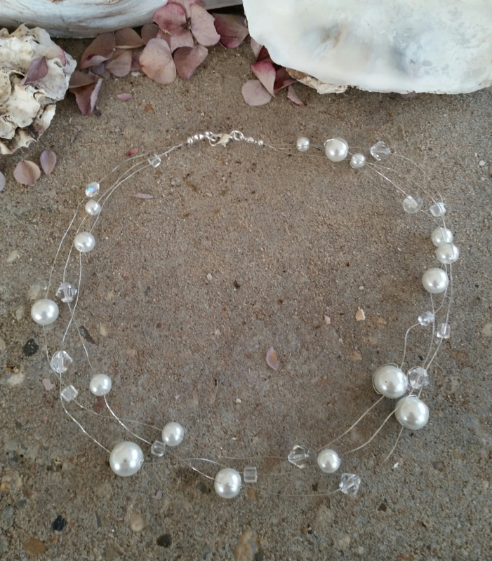 Setje 1 A ( 3-delig) collier met 3 snoertjes, pareltjes en glaskralen + armbandje + oorbellen