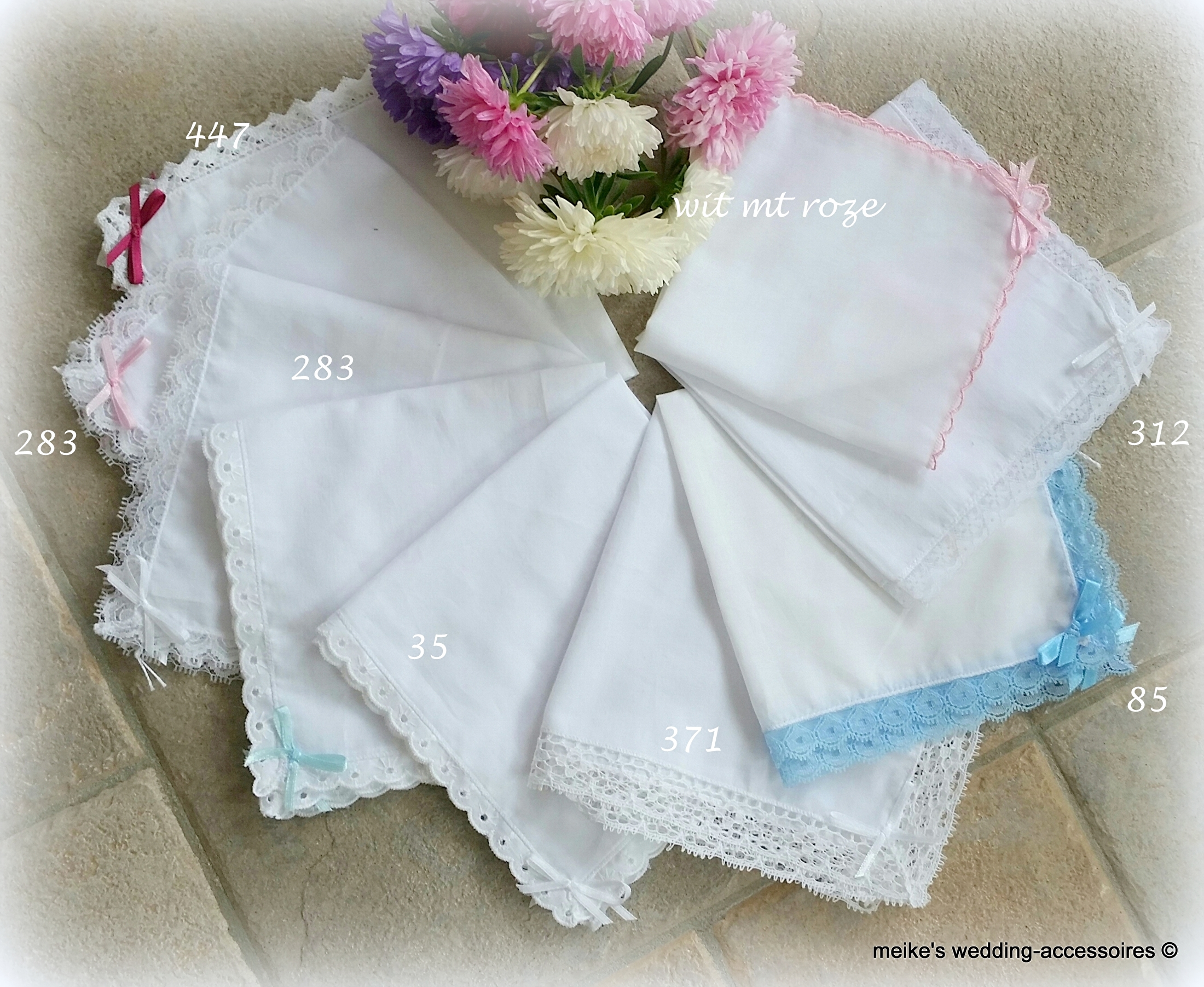 Diverse witte zakdoekjes