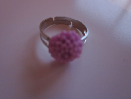 Ringetje met lila chrysantje