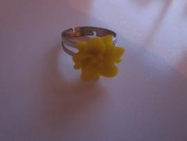Ringetje met geel bloemetje